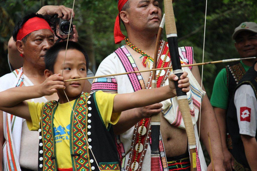 台灣原住民各族的狩獵文化,是帶著禁忌與珍惜萬物的價值。圖為布農族射耳祭。 圖/聯合報系資料照