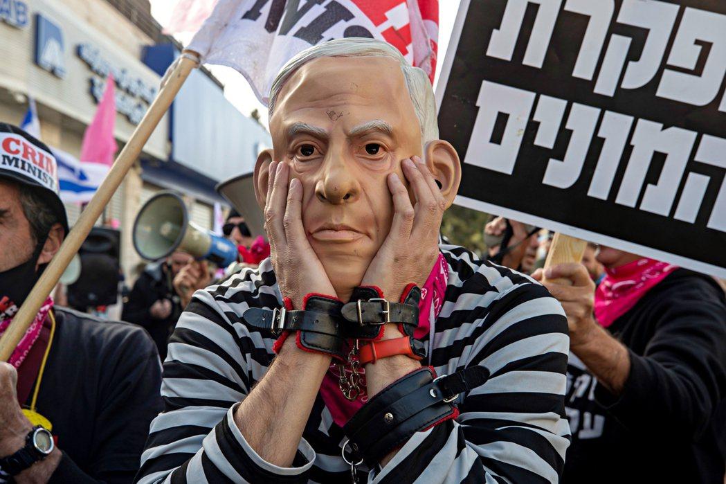 以巴衝突直接衝擊了以色列政壇,並可能迫使新政府難產,甚至讓貪腐弊案纏身、選後組閣...