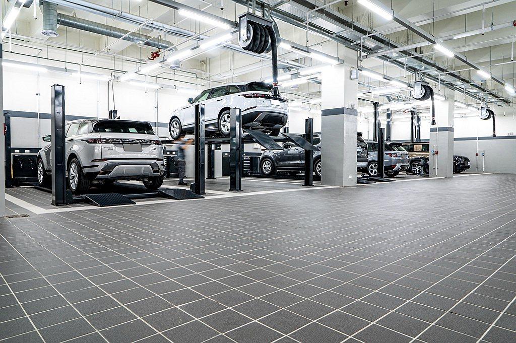 二、三樓規劃共14個維修工位,提供車主保養維修一站式全功能服務。二樓新車交車整備...