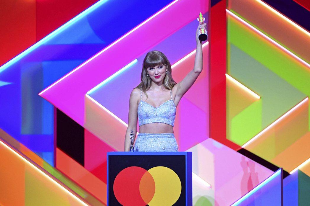 泰勒絲獲得全英音樂獎的全球偶像獎。 圖/美聯社