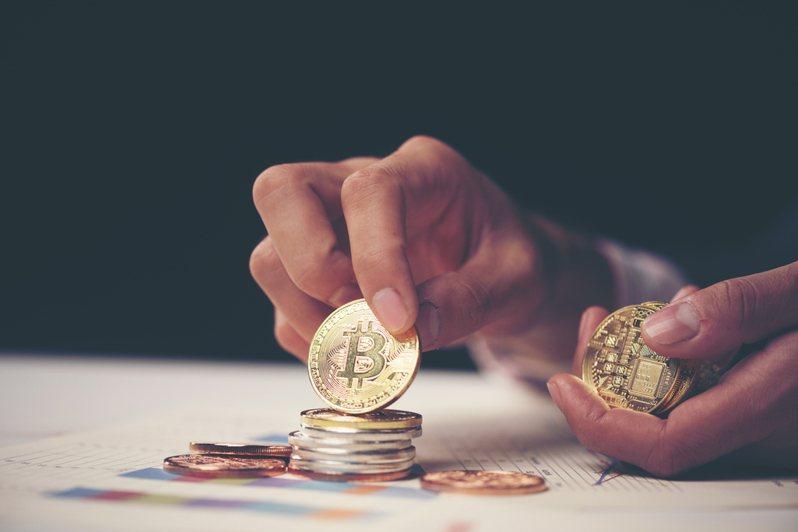 一名網友發文分享他投資虛擬貨幣「2天賺了14萬元」的經驗。示意圖/ingimage