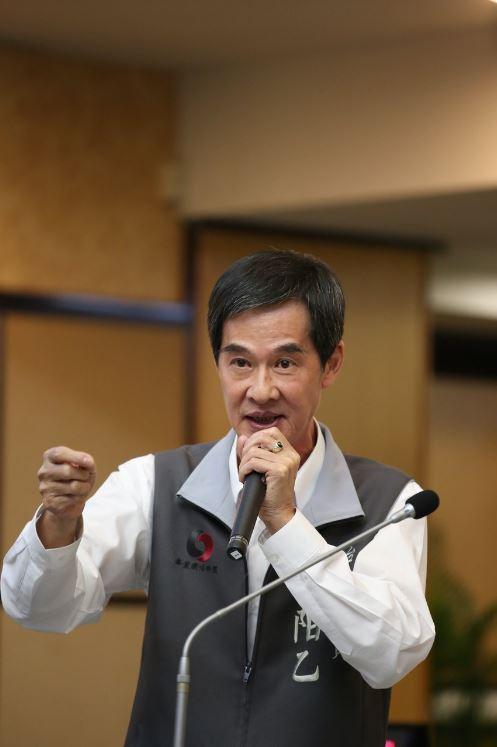 藥劑師出身的台南市議會無黨聯盟總召林阳乙認為,為了防堵疫情在社區擴散,建議中央流...
