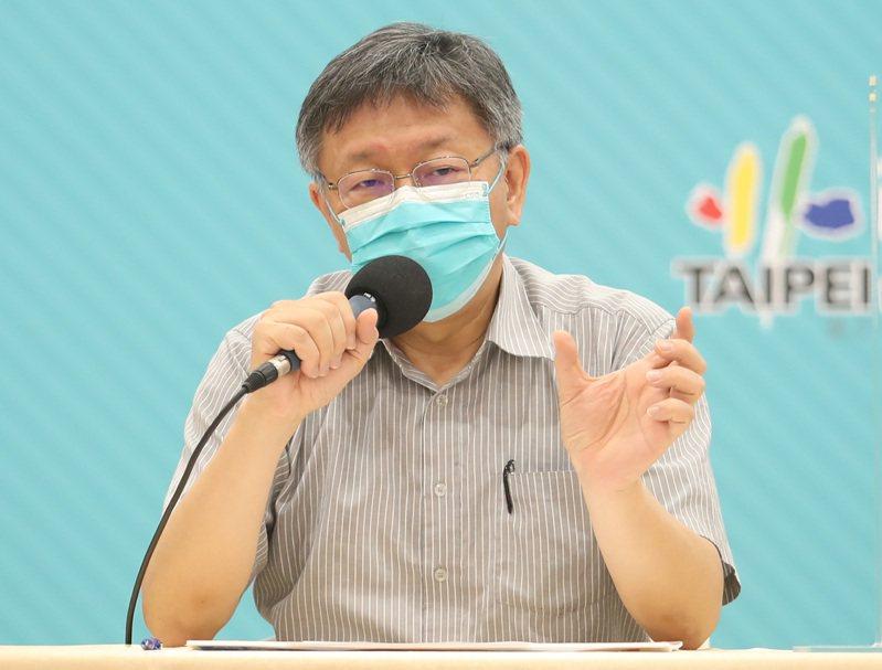 陳時中開放地方買疫苗,台北市長柯文哲今嗆,「你早說嘛,今天這種局面,把中央責任全部丟給地方首長,非常不負責任」。中央社
