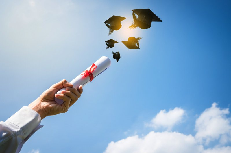 一名網友表示美國大學生不僅作業多,學費也比台灣貴上許多,因此問「美國的大學生是不是比較認真」,引發眾多鄉民熱烈討論。 示意圖/ingimage