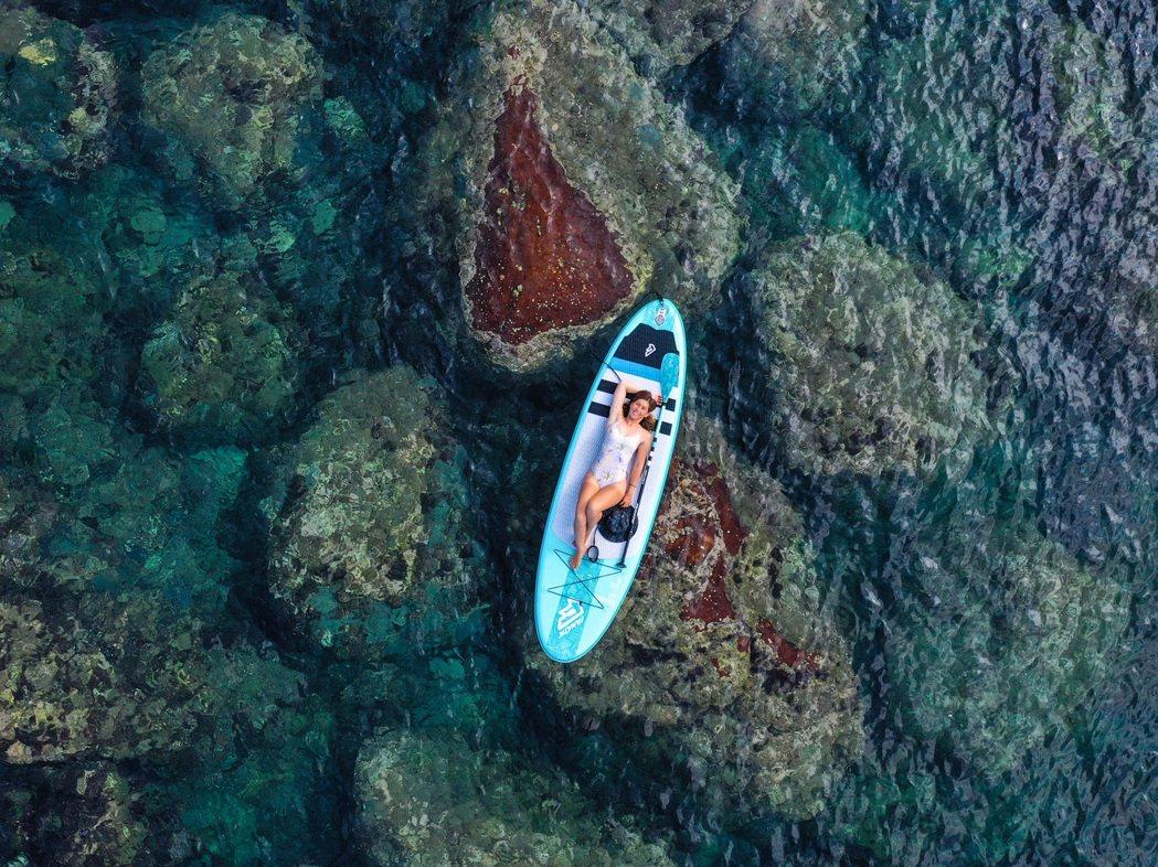 SUP自由度高且玩法多變,只要確保安全性,水深超過30公分的水域都可以玩。 圖/...
