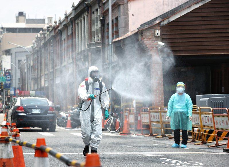 台北市萬華區爆發群聚感染,成目前全台疫情最嚴峻的地區之一。記者曾原信/攝影