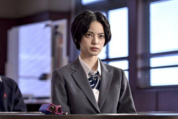平手友梨奈飾演岩崎楓。圖/擷自東大特訓班2官方推特
