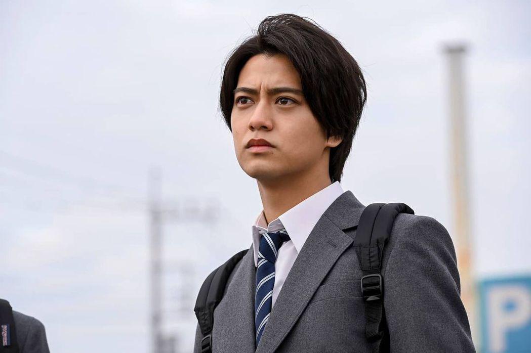 高橋海人飾演瀨戶輝。圖/擷自IG