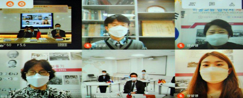 韓國德成女中校長梁承暎(右上)、副校長崔井蘭(左下)、部長張日榮(中上)、老師李...