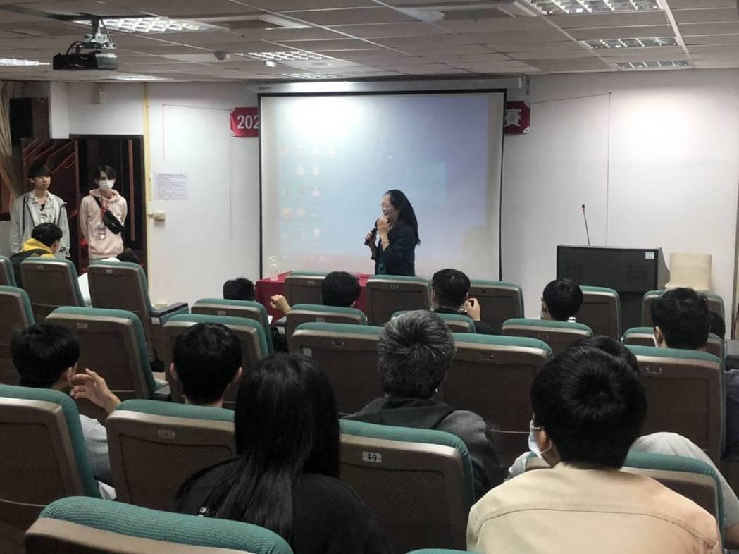 東南科大數位遊戲設計系呂幸娟主任致詞。 東南科大/提供