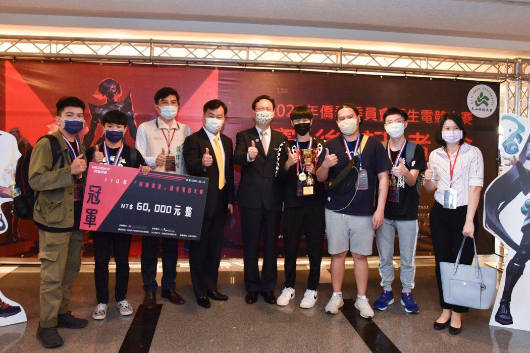 私立莊敬工家、南開科技大學、淡江大學聯隊「試水溫2」為本屆冠軍。 黃啟銘/攝影。
