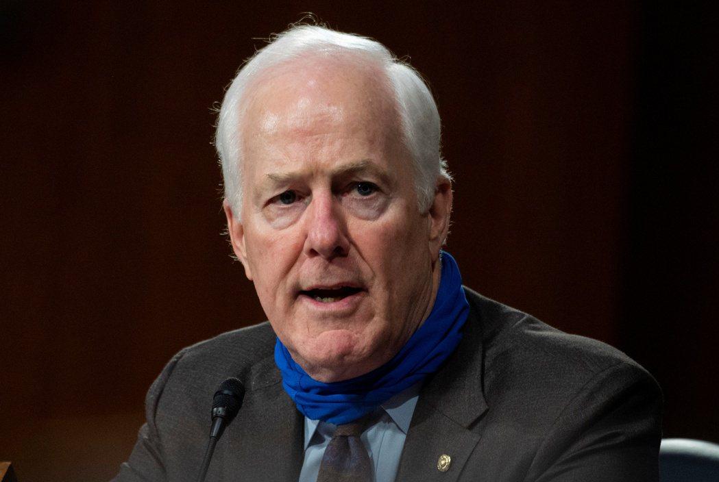 共和黨參議員康寧接受媒體採訪時說,白宮和共和黨參議員都會支持項提案。路透