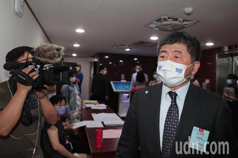 衛福部長陳時中(右)上午到立法院衛環委員會,專題報告並備詢。記者蘇健忠/攝影
