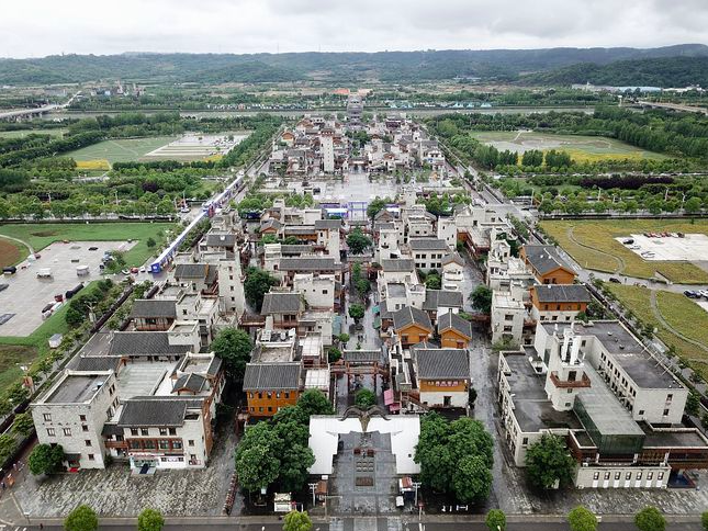 四川省汶川大地震,造成近7萬人死亡,超過37萬人受傷。如今年滿13周年,當初殘破...