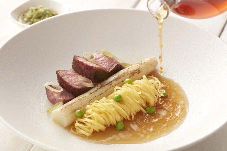 寒舍艾麗酒店La Farfalla義式餐廳「春筍綺饌」套餐,無骨牛小排襯東方風味...