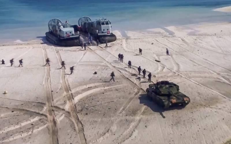 兩岸緊張局勢加劇之際,中國人民解放軍舉行明顯「針對台灣」的登陸演習,根據中國海軍10日發佈的影片顯示,東部戰區的海軍陸戰隊員在近一次登陸演習中,出動071型船塢登陸艦「沂蒙山號」以及登陸艇、裝甲車,但地點和時間尚未釐清。截自微博