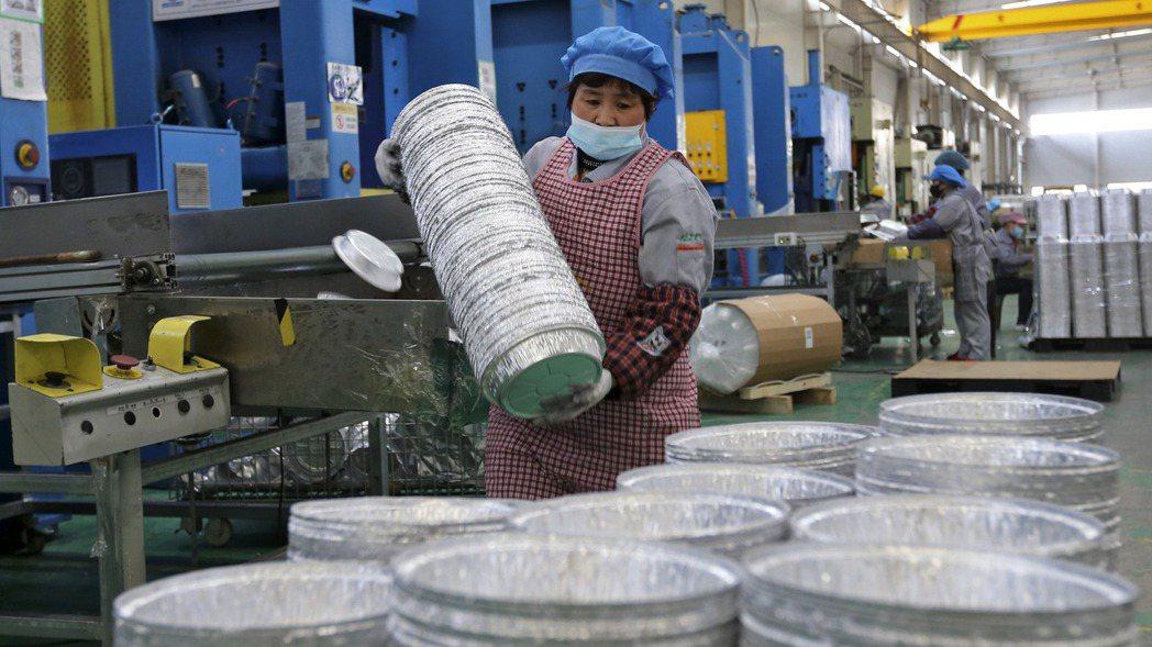 中國大陸安徽省濉溪一家鋁箔加工廠。  美聯社