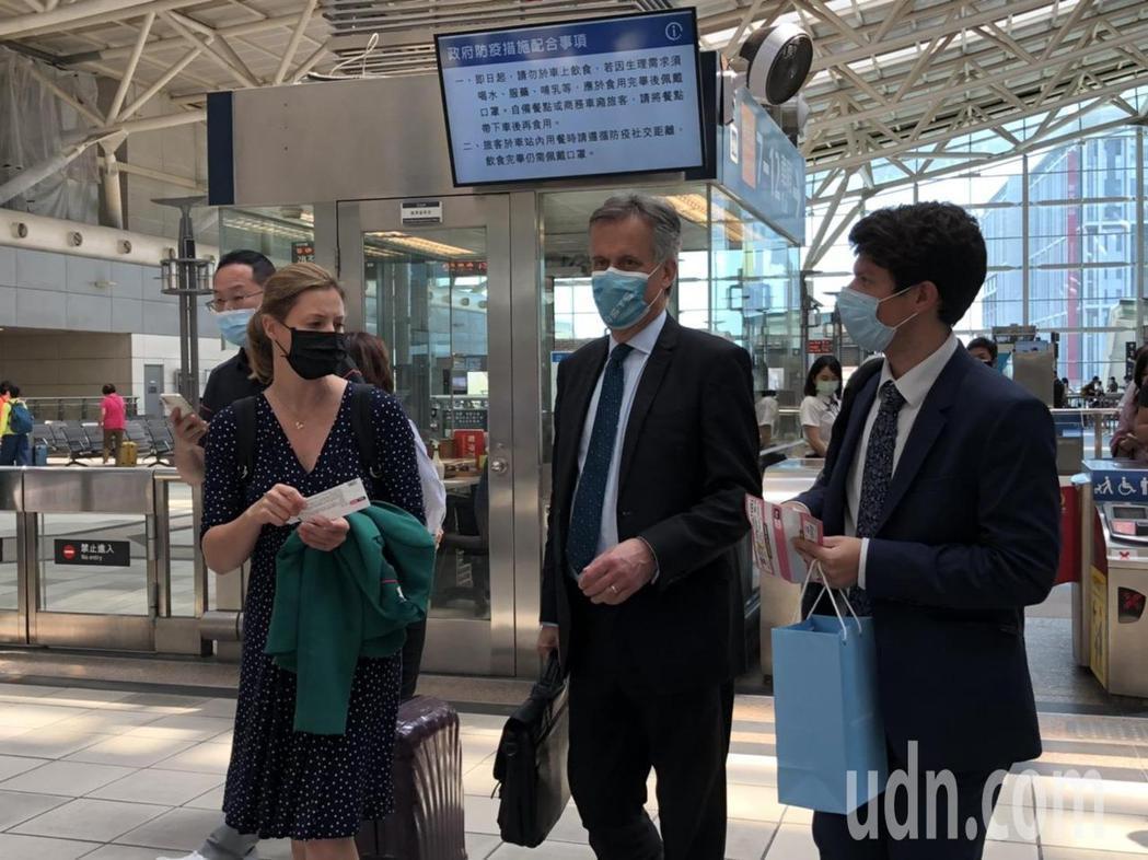 高鐵防疫升級,加強環境清消,旅客口罩戴緊,確保自己及他人健康。記者王慧瑛/攝影