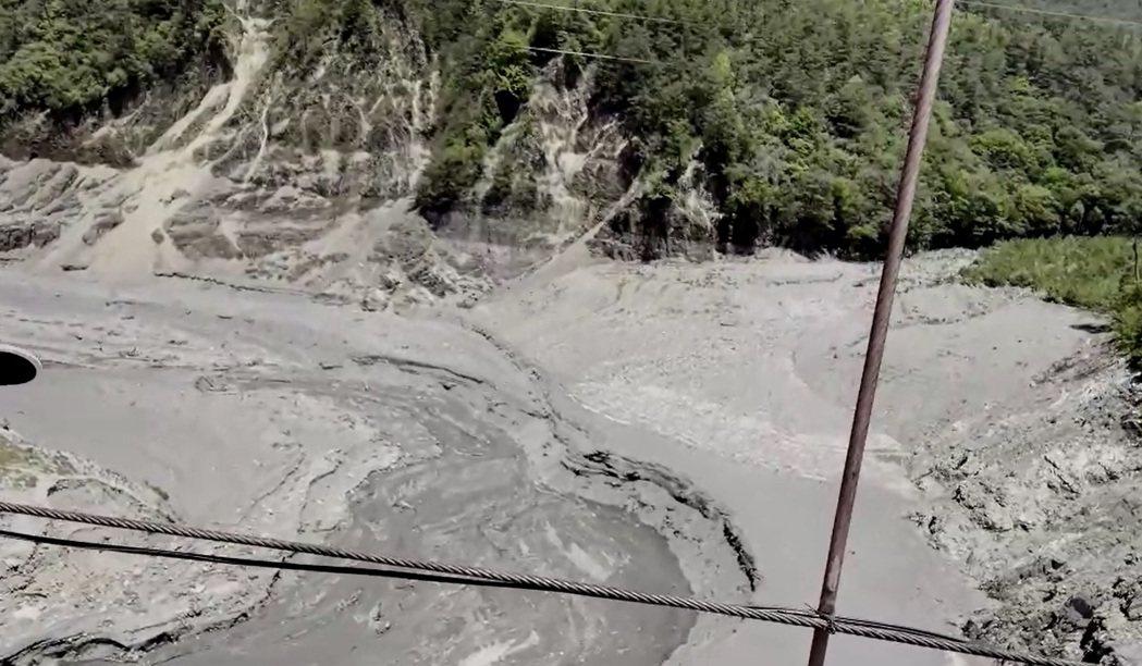 德基水庫庫底裸露乾涸,梨山的民眾直說「前所未見」。圖/民眾提供