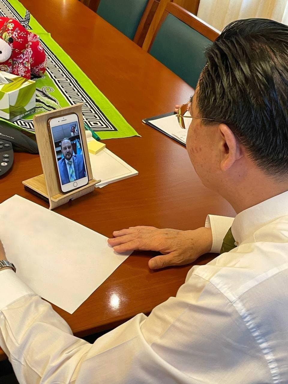 外交部長吳釗燮和友邦瓜地馬拉外長布羅洛(Pedro Brolo)視訊通聯。圖/外...