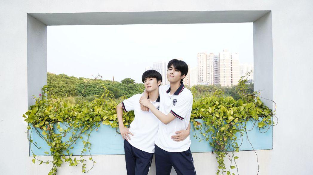 張新成(左)、宋威龍戲內是兄弟,戲外也是好兄弟。圖/中天娛樂台提供