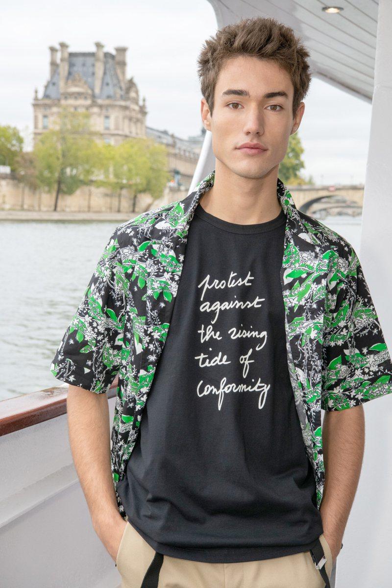 agnès b.今夏花襯衫新品。圖/agnès b.提供