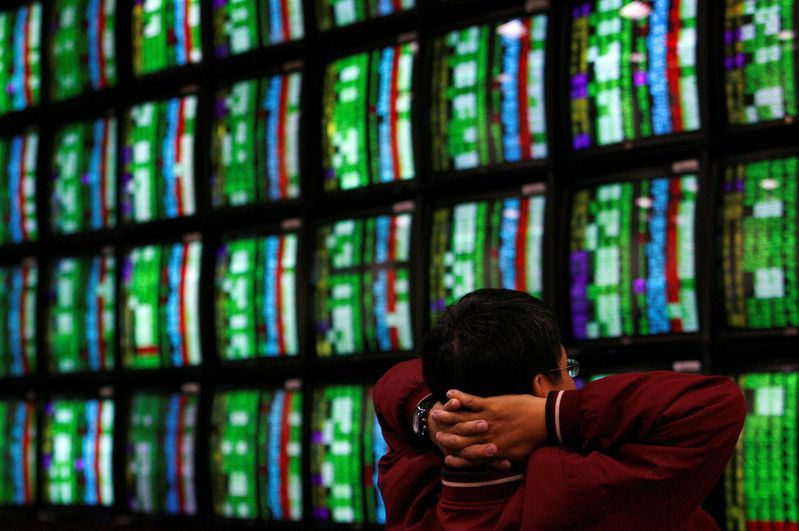 台北股市今天創紀錄崩跌。路透
