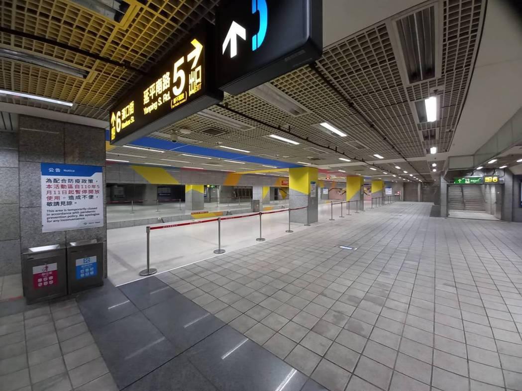 配合防疫措施,北捷加強車站及車廂清消,民眾常接觸的所有設備每4小時消毒1次。圖/...