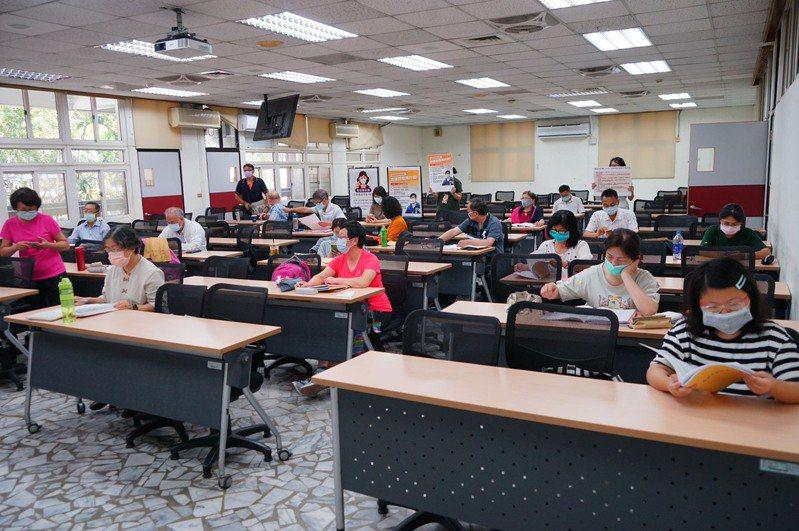 高雄市立空中大學取消5月22日、23日上課人數較多的第三次到校大面授課程,及各校外警專班面授課程,暫停校外參訪。圖/高雄市立空大提供
