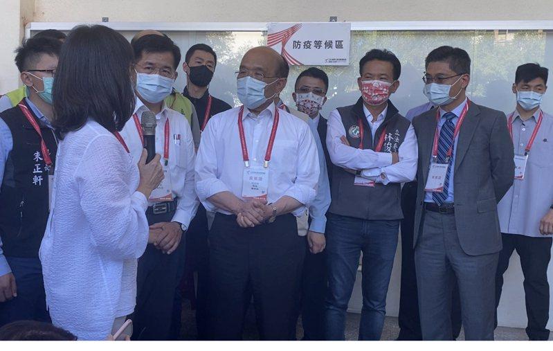 行政院長蘇貞昌下午前往成大全運會比賽場地了解各項防疫措施。記者修瑞瑩/攝影