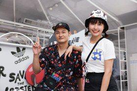 LEO王「龍蝦裝」上身 峮峮搭短裙微露性感談永續