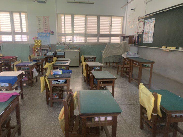 宜蘭新增3名確診案例,其中有國小學童確診,縣府下午與學校溝通,拉高防疫等級,明天...