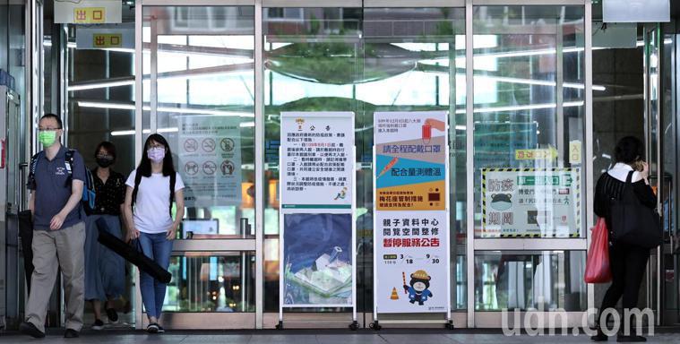新北市長侯友宜宣布即日起至六月八日新北市公有場館包括文化場館、運動中心、圖書館、...