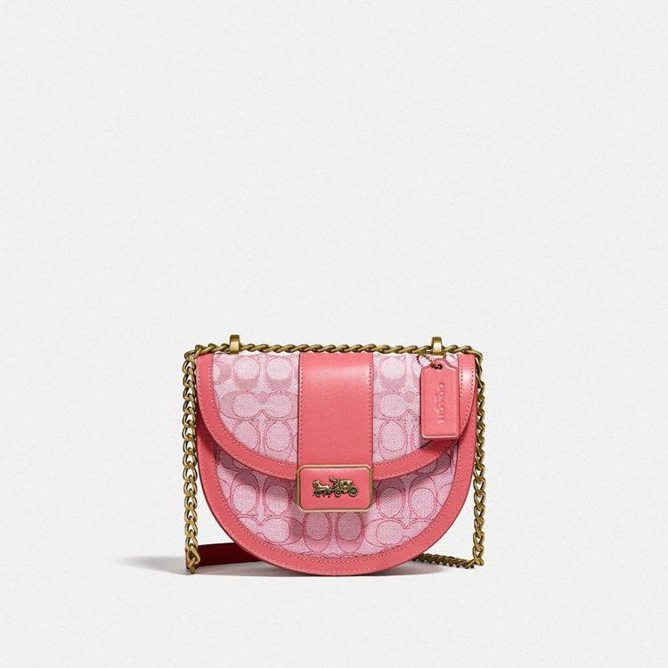 嬰兒粉色Signature Alie Saddle Bag,21,800元。圖/...