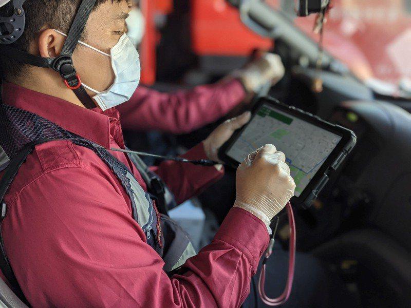 消防人員雖有平板電腦可協助導航,但偏鄉地方的門牌系統複雜,使用線上地圖系統不見得能找到正確位置。圖/聯合報系資料照片