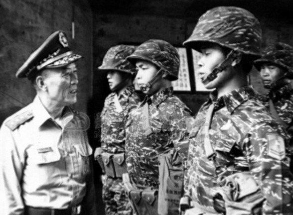 中華民國總政戰部前主任王昇(左)一手催生華視與莒光日。圖/胡佛檔案館提供、Photo Credit:Mr.Kong T. Wang