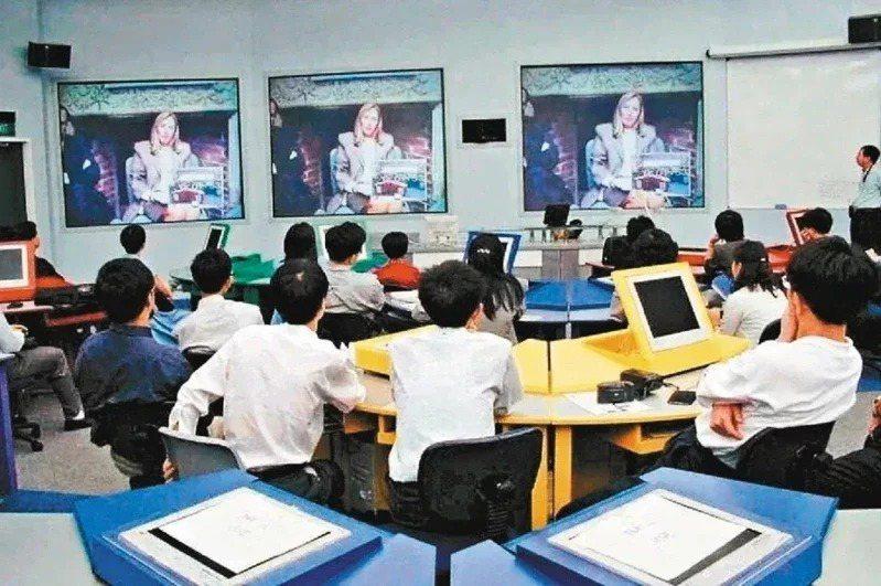 台北市的國三及高三學生自17日起停課至畢業典禮前。本報資料照片