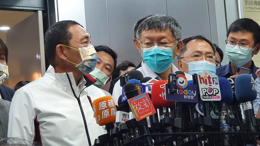 台北市長柯文哲。(左二)記者楊正海/攝影