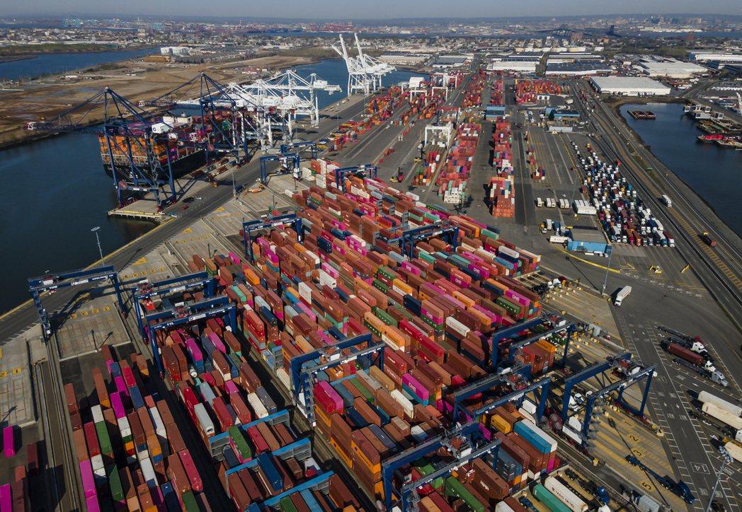 全球貿易增加,已達到疫情前水平。(歐新社)