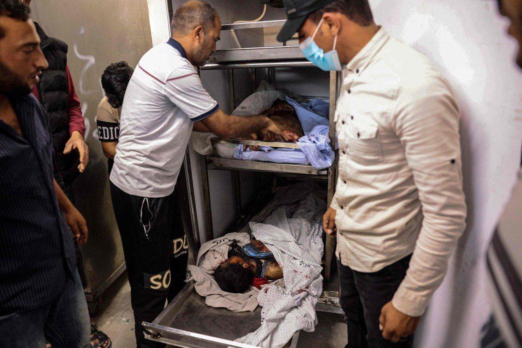 圖為遭遇空襲而死的巴勒斯坦籍兒童。  圖/法新社