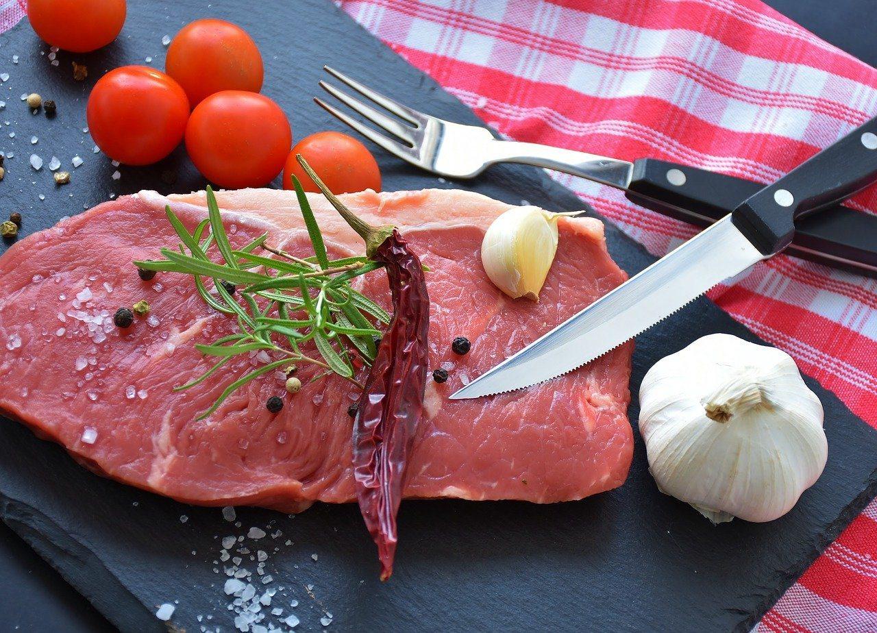 鐵質存在各類食物中,鐵質含量高的食物,不一定是常吃的食物,食用量也可能較少。 圖...
