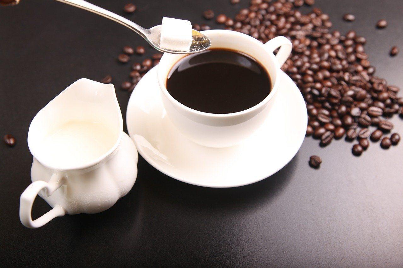 咖啡跟茶含有單寧酸會與鐵結合,降低鐵質吸收,因此補充鐵質食物時,要與茶、咖啡錯開...