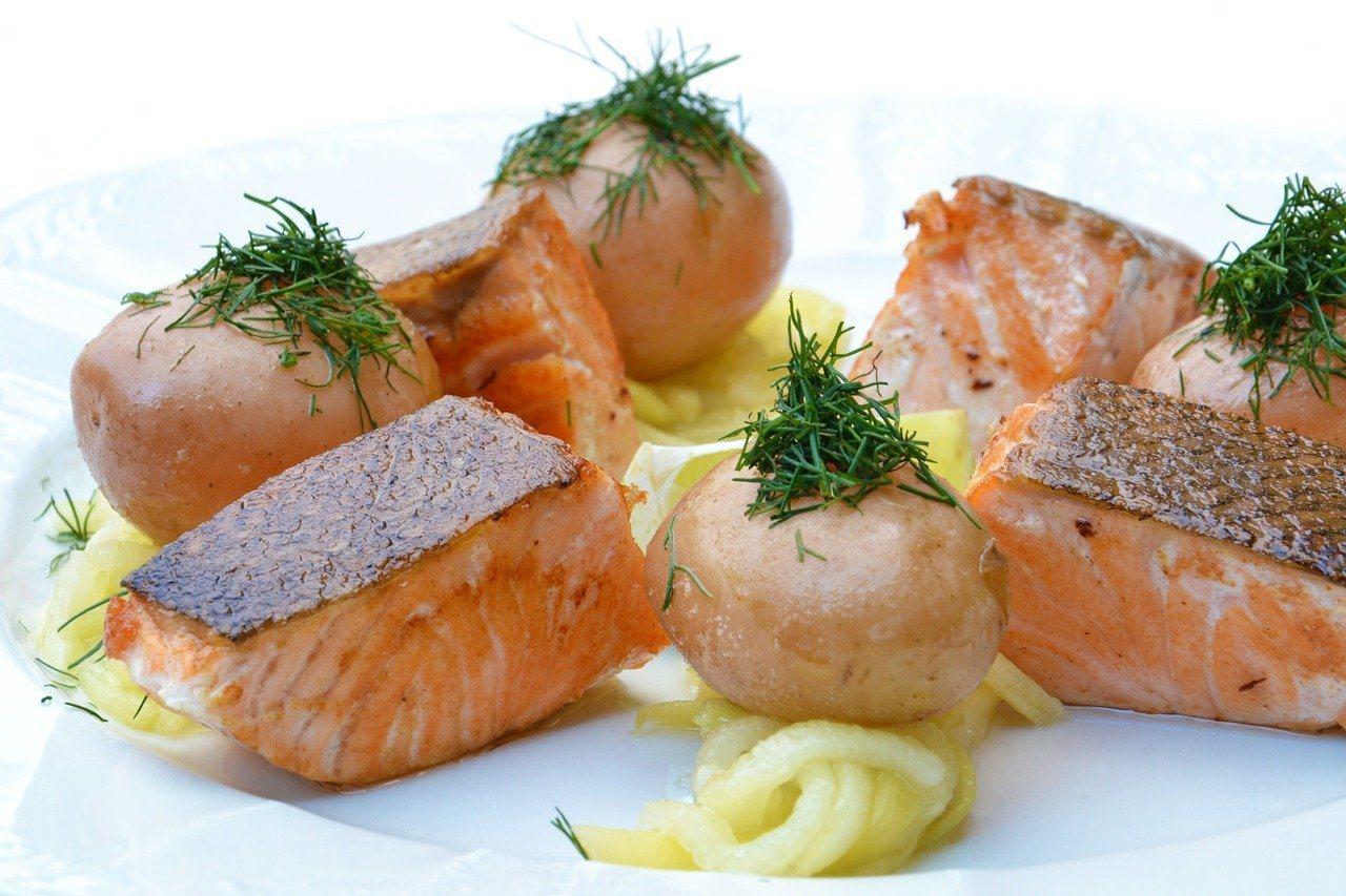 想要提升高密度膽固醇,則建議多攝取富含不飽和脂肪酸的食物,如:深海魚類。 圖/聯...