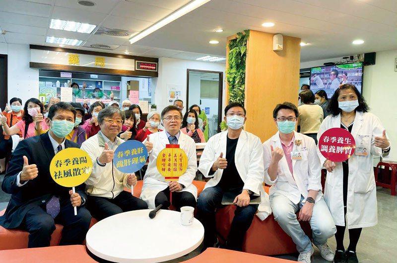 鴻海集團吳良襄董座之團隊來訪和交流。泰安醫院/提供