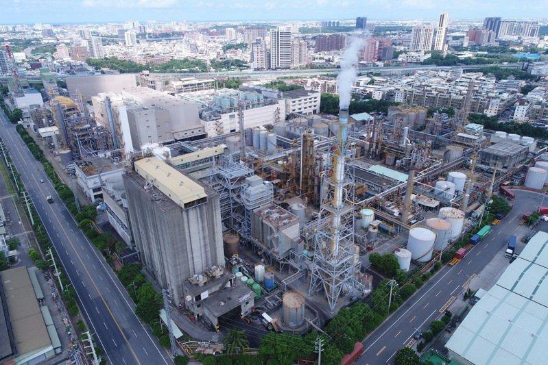 興達電廠機組脫電導致全台陷入分區停電狀況,不過,高雄兩大石化重鎮,林園和大社工業區內的三、四十家石化廠目前大致正常運作。圖/高雄市都發局提供