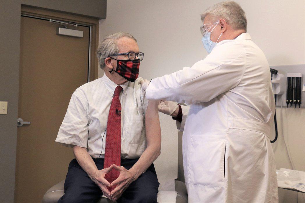現年74歲的俄亥俄州州長狄懷恩12日宣布,為了繼續鼓勵民眾接種疫苗,他從聯邦資金...