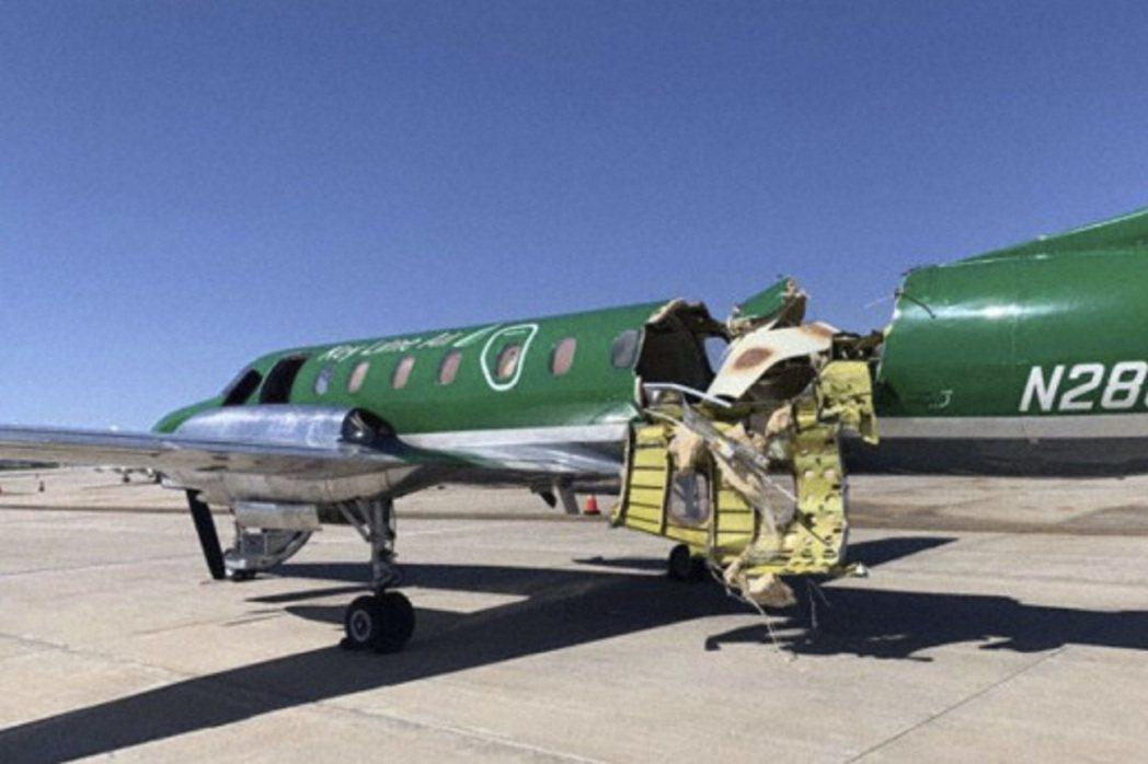 美國科羅拉多州12日早上發生兩架小飛機空中碰撞,部分機身被撞不見的Swearin...