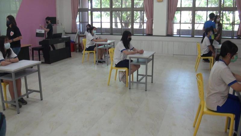 第二類特殊試場,採梅花座,一間試場只限5名考生應試。記者王昭月/攝影