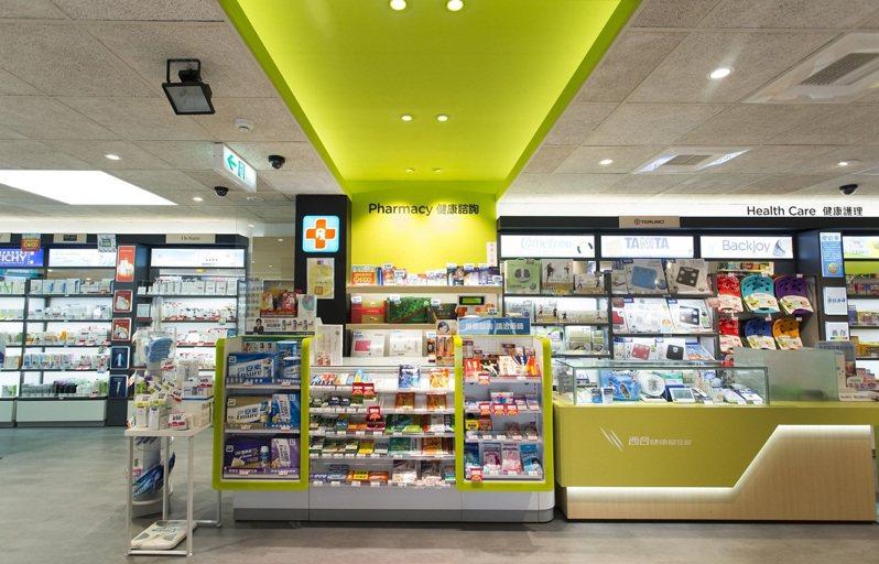 藥妝龍頭屈臣氏大膽改變以往店內結構,將原本二樓的健康品類移往一樓精華區。圖/業者提供