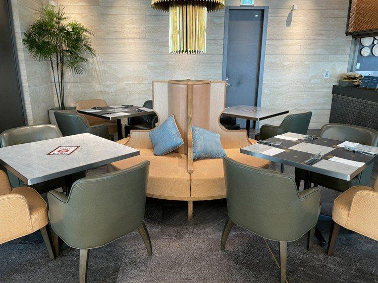 饗賓餐旅旗下七大品牌46家門市啟動實聯制,並開始施行隔桌帶位,讓消費者用餐更安心...